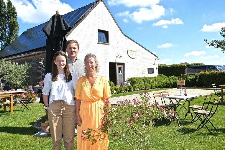 Café Renard met uitbaters Sofie Delahaye, man Olivier Lerouge en dochter Sarah.