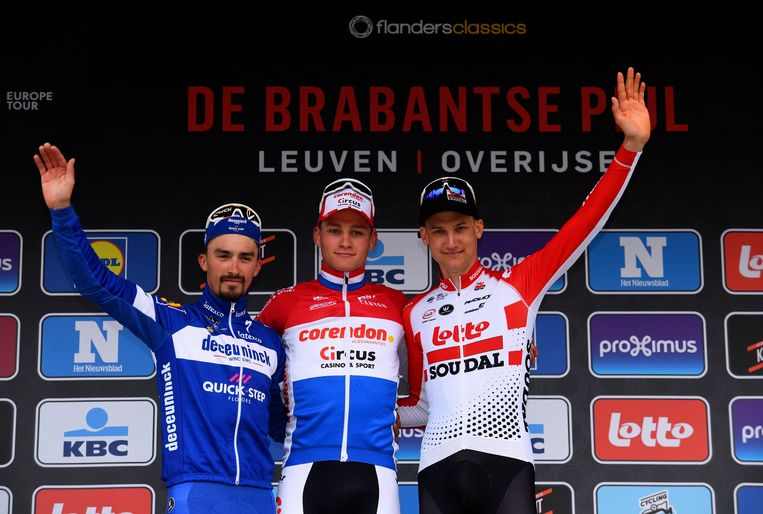 Julian Alaphilippe, Mathieu van der Poel en Tim Wellens (vlnr.).
