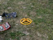 Brandweer bevrijdt jongetje uit speeltoestel in Enschede