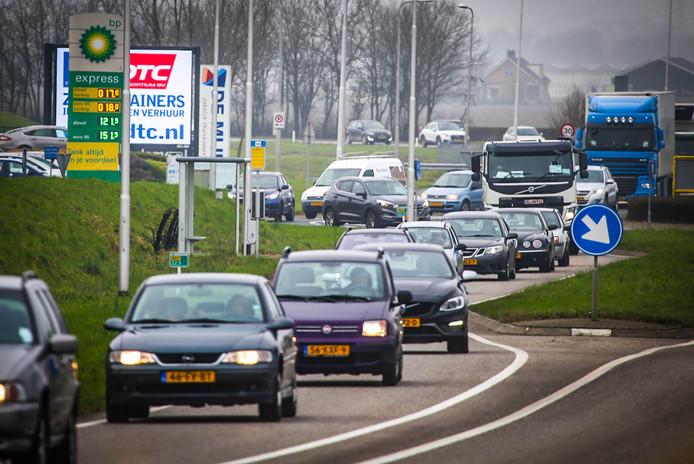Drukte op N217 door afsluiting Heinenoordtunnel en ongeluk op de A16.