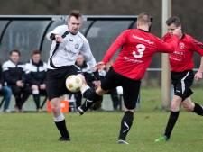 Wolfersveen-speler Schnitzler heeft na knock-out tegen Be Quick Zutphen last van zijn kaak
