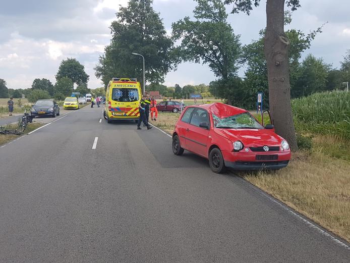 Een fietser is gewond geraakt bij een aanrijding op de Needseweg.