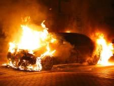 Nog een autobrand in Oss, dure Jaguar brandt volledig uit
