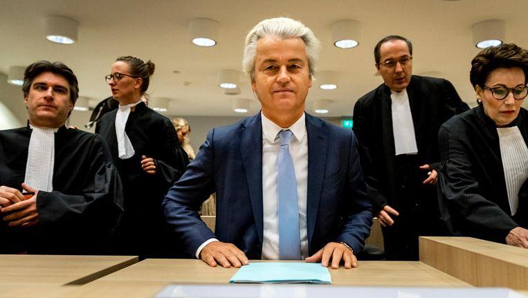 Geert Wilders in de rechtbank op Schiphol in de zaak rond de minder Marokkanen-uitspraken van de PVV-leider. Beeld anp