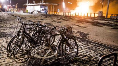 Roerige jaarwisseling in Nederland: vuurwerk eist twee levens, vreugdevuur slaat over op huizen en twee kinderen gewond nadat ruit sneuvelt door zware knaller