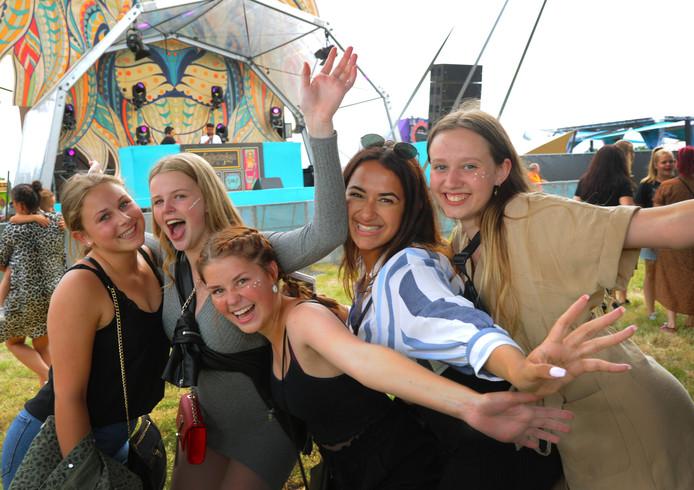 City of Dance  met (vlnr) Stephanie, Nina, Luus, Phaedra en Iris.