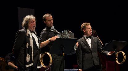 """Koen Crucke is nu ook straatmuzikant, maar mag niet zingen in Gent: """"Ik sta precies geseind als gevaar voor de volksgezondheid"""""""