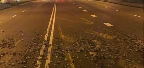 Zeker een auto beschadigd door vallende stenen station RAI