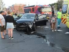 Gewonde bij botsing tussen twee auto's op de Binckhorstlaan