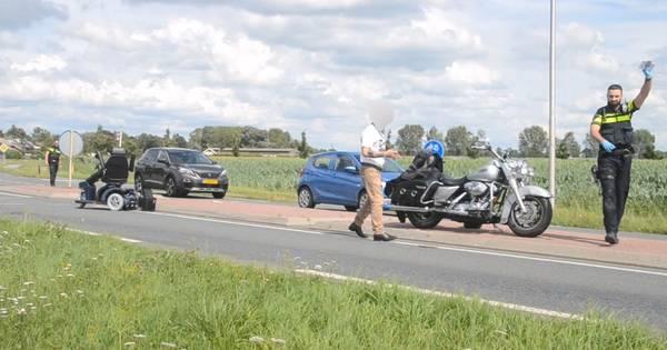 Man in scootmobiel in botsing met motor in Wamel; met spoed naar ziekenhuis.