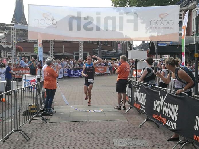 Alexander Picard passeert als eerste de finish