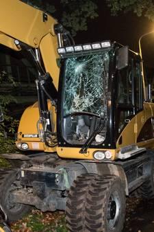 Kraan ramt spoorbrug in Tilburg: treinverkeer gestremd, machinist gewond