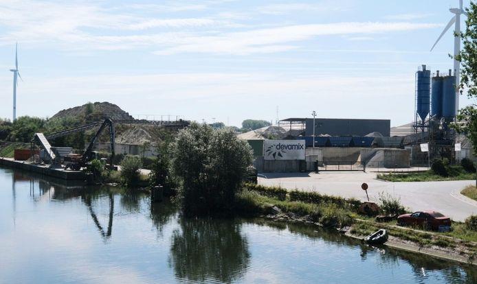 De vestiging van BSV/Devamix, in de Beneluxlaan aan het kanaal Bossuit-Kortrijk in Stasegem