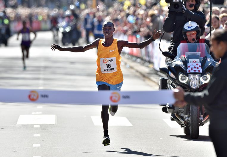 Marius Kipserem finisht na de marathon van Abu Dhabi. Beeld Hollandse Hoogte / VI Images