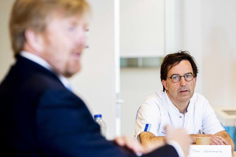 Koning Willem-Alexander bezoekt het Erasmus MC, waar Diederik Gommers als intensivist werkt.  Beeld ANP