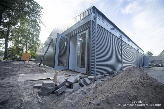 De nieuwe semi-permanente sporthal in Vriezenveen is bijna klaar voor gebruik.