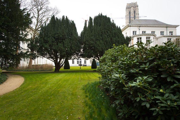 Alleen de bisschop kan genieten van de tuin van het aartsbisschoppelijk paleis, maar daar komt verandering in.