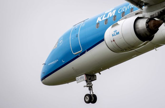 KLM krijgt van het kabinet voorlopig geen staatssteun meer, omdat de vakbond voor piloten niet voor vijf jaar een loonoffer wil doen. Daarmee staat de toekomst van KLM op het spel.
