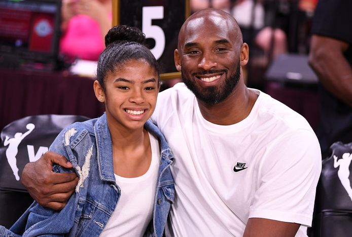 Kobe Bryant en zijn dochter Gianna bij de All Star Game vorig jaar.