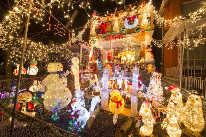 Een rijkelijk versierde woning met de feestdagen in het vooruitzicht. In Prinsenbeek wil Stichting WinterWonderBeek wandelingen langs mooi versierde huizen stimuleren. Mensen kunnen zich daarvoor aanmelden.