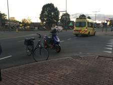 Fietser gewond na botsing met scooter in Deventer