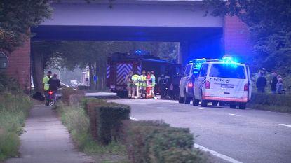 Bestuurder (46) overleden na klap tegen brugpijler in Loppem