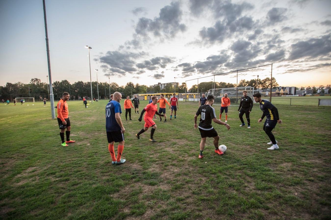 Verenigingen kunnen mogelijk baat hebben bij de komst van de vele arbeidsmigranten. De clubs zijn vaak op zoek naar nieuwe leden en vrijwilligers.