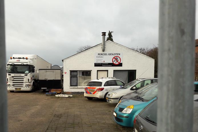 De ontmanteling van het drugslab in Rijen is in volle gang.