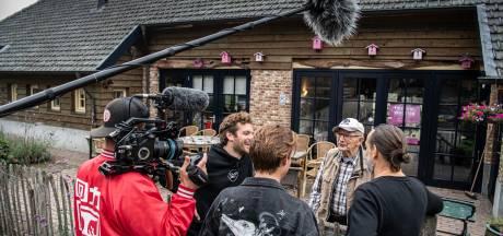Joep en Thijs wasten een  zomer lang billen van demente bejaarden