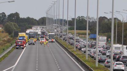 Crash op E40 eist zware tol