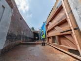 Nieuwe sluisdeur geplaatst in Keenesluis: 'Hoogtepunt van de restauratie'