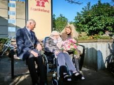 Oudste inwoner van Schiedam ooit blaast liefst 108 kaarsjes uit