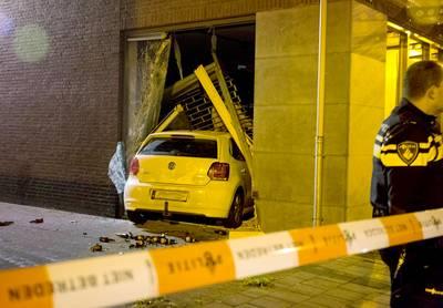 Ramkraak bij modezaak in Zundert, auto rijdt winkel binnen