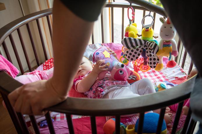 Dit kind gaat niet naar de kinderopvang in Bemmel omdat de ouders bang zijn dat de peuter besmet kan raken met de mazelen.
