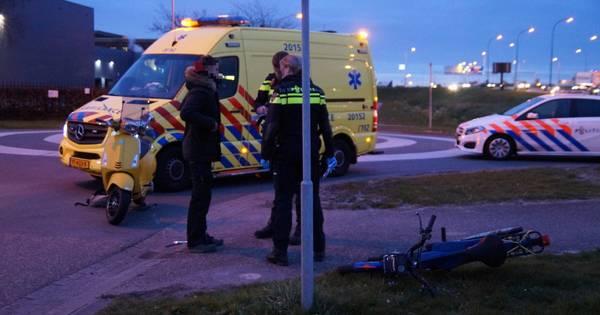 Jongen gewond na aanrijding tussen brommer en scooter in Waalwijk.