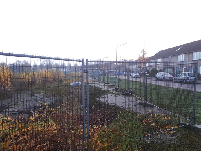 Braakliggende grond in wijk Zwanenveld waar nieuwbouw komt.