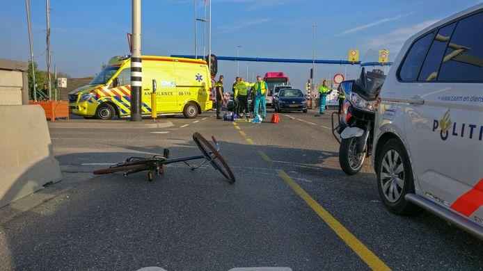 online geplaatt en betaald Op de voorgrond de fiets van de geschepte fietsster. Volgens de politie reed de auto door rood.