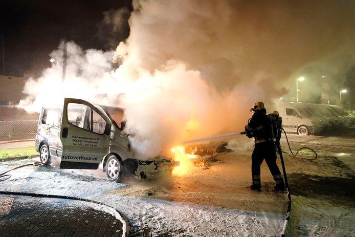 Bestelbusjes in brand bij Adriaanse Autoverhuur in Eindhoven