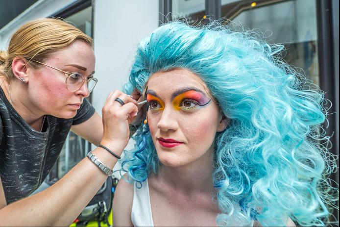 In de make up voor de musical