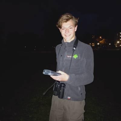 Mike (21) telt vleermuizen voor zijn werk: 'Ik krijg de nodige coronagrappen te horen'