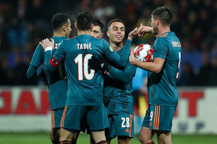 Van links naar rechts: Noussair Mazraoui, Dusan Tadic, Lisandro Martinez, Sergino Dest, Klaas-Jan Huntelaar.