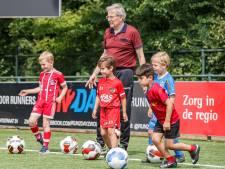 'Trainer, kent u me nog?' Na bijna 50 jaar stopt jeugdtrainer Karel (71) bij Be Quick'28 Zwolle