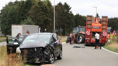 Grootvader en kleinzoon gewond na aanrijding met tractor