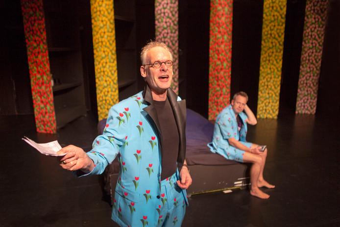 John Rijsdijk (voorgrond) in zijn rol als foute Frans,