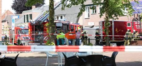 Man bedolven onder schoorsteen in Den Ham, per traumaheli naar ziekenhuis: 'Hij was bij kennis'