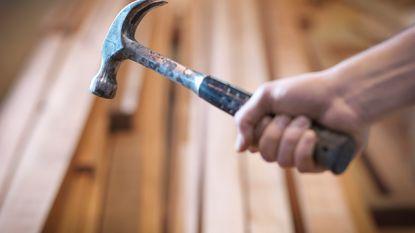 Molenbeekse tiener (18) springt uit venster om aan tante met hamer te ontsnappen
