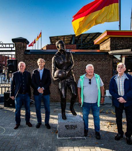 Leo Halle met standbeeld in rijtje Cruijff, Moulijn, Lenstra: landskampioen met Go Ahead, vereeuwigd in Deventer