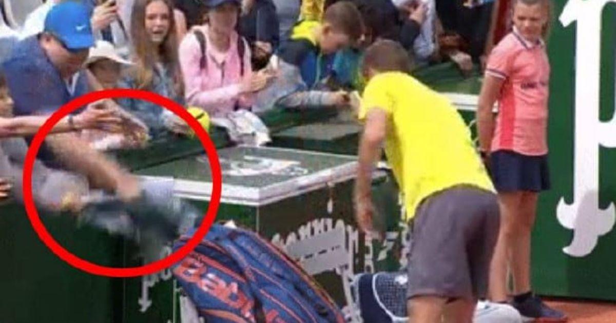 Roland Garros Handdoek.Smerige Actie Van Toeschouwer Op Roland Garros Ontsnapte