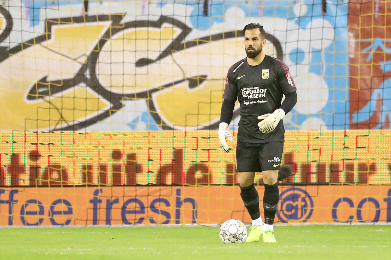 Kostas Lamprou in het doel van Vitesse.