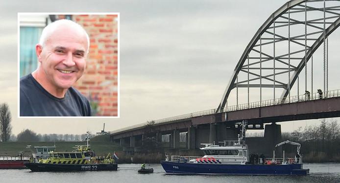 Politieduikers zochten onder de brug bij Nieuw-Vossemeer naar stoffelijke resten van de vermiste Belgische loodgieter Johan van der Heyden